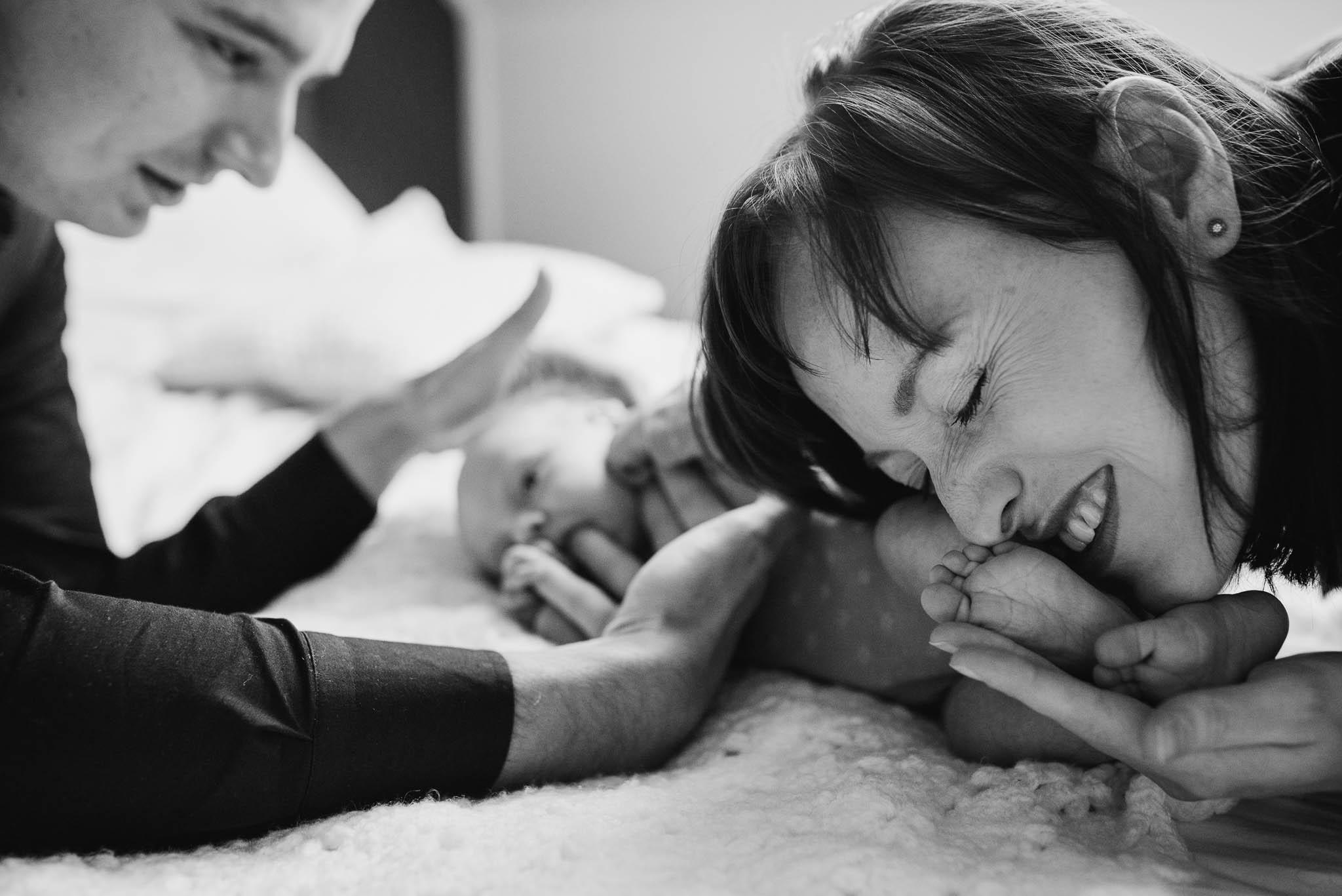 foto's newborn baby thuis lifestyle ongeposeerd spontaan
