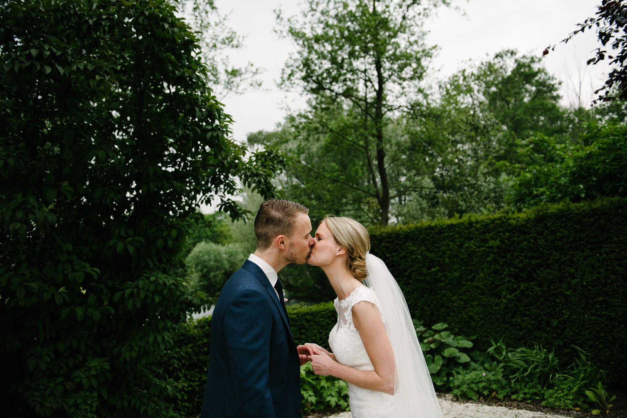 spontane foto's trouwen