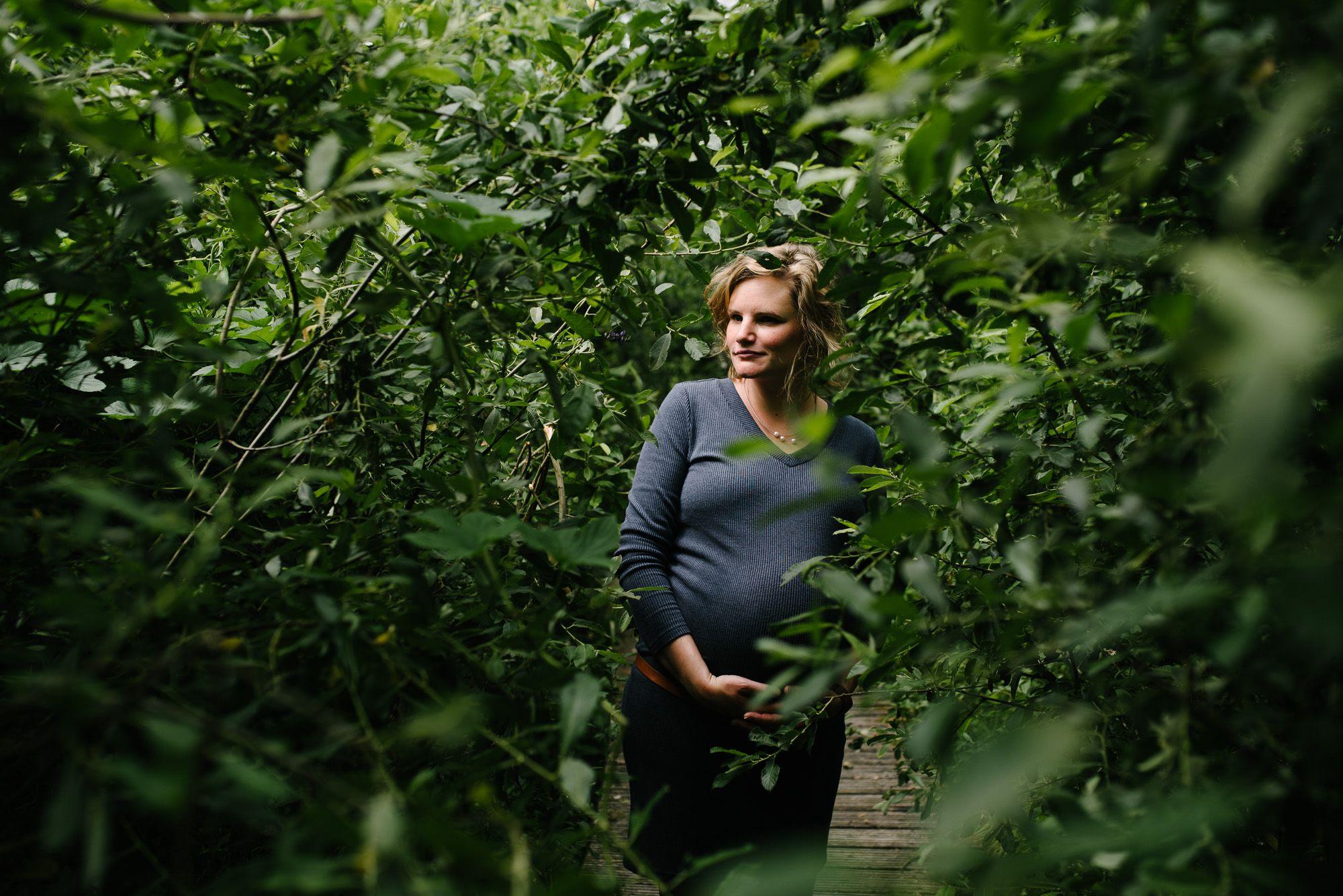 stoere zwangerschapsfotografie buitenlocatie