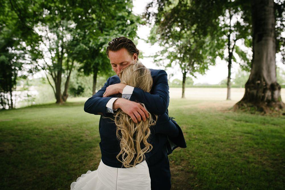 natuurlijke foto's bruidspaar